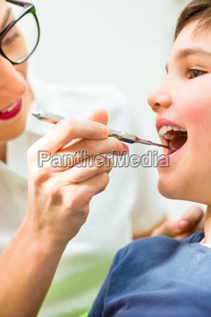 denti dentista trattamento paziente trattare chirurgia