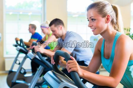 donna formazione training treno bicicletta fitness