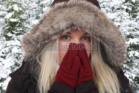 young woman in winter when freezing