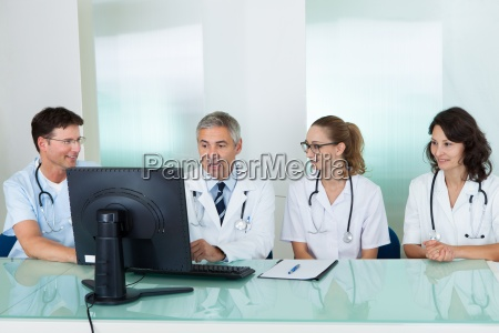 doctors having a meeting