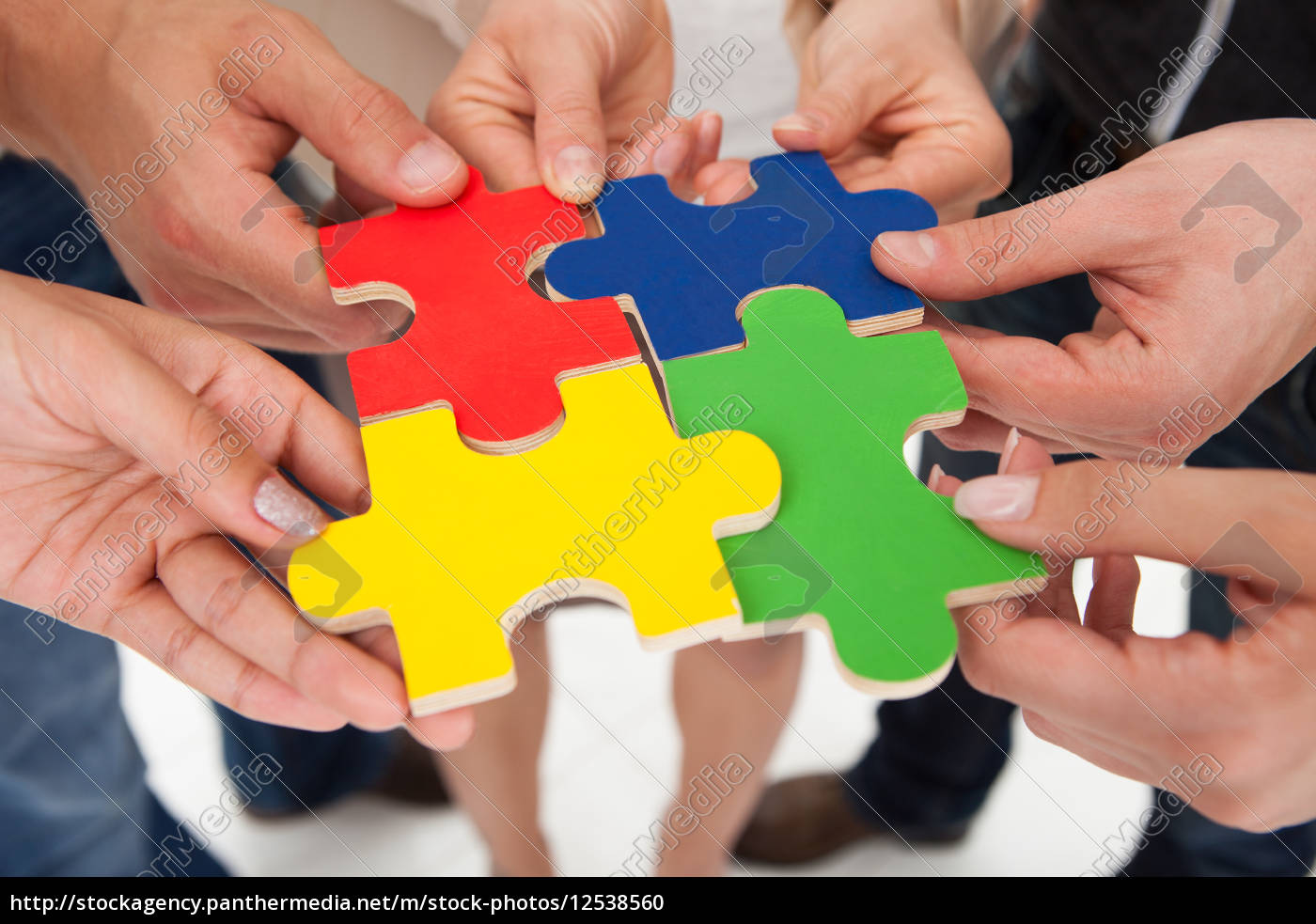 businesspeople, joining, puzzle, pieces - 12538560