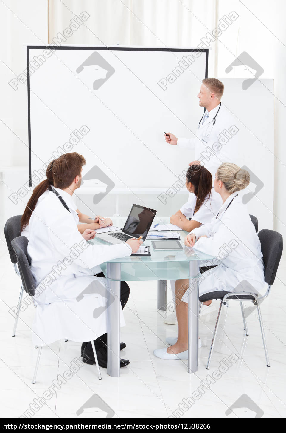 doctor, giving, presentation, to, colleagues - 12538266