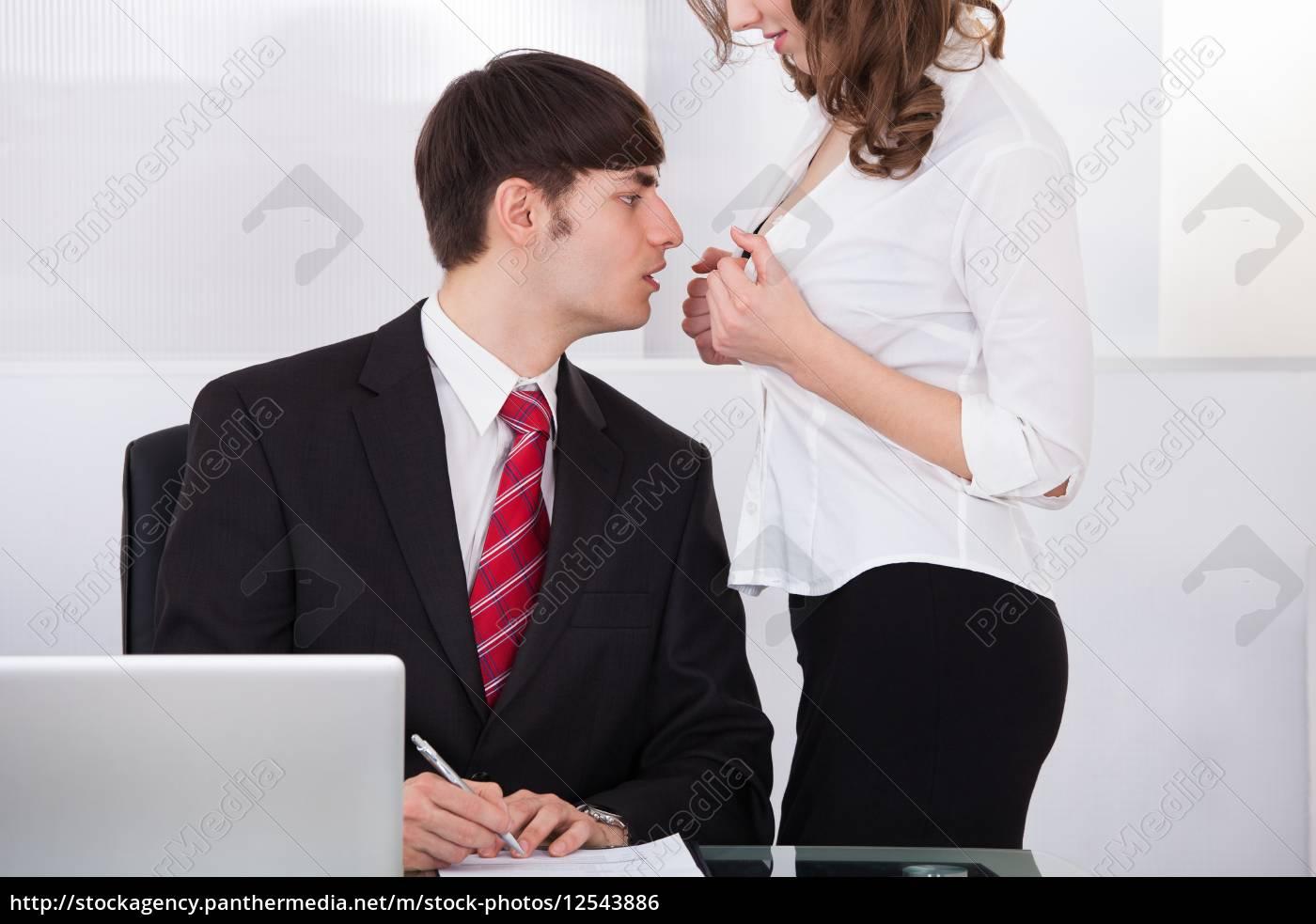 Студентка соблазняет парня, Сисястая русская студентка соблазнила парня на секс 20 фотография
