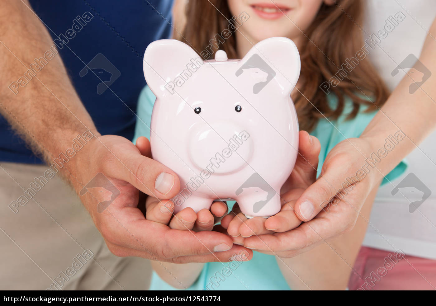 family, holding, piggy, bank - 12543774