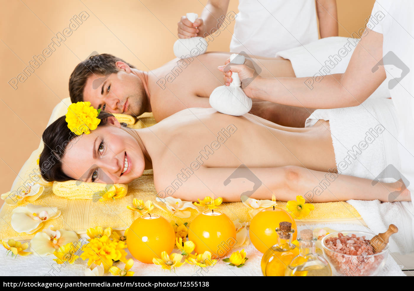 couple, receiving, massage, with, herbal, compress - 12555138