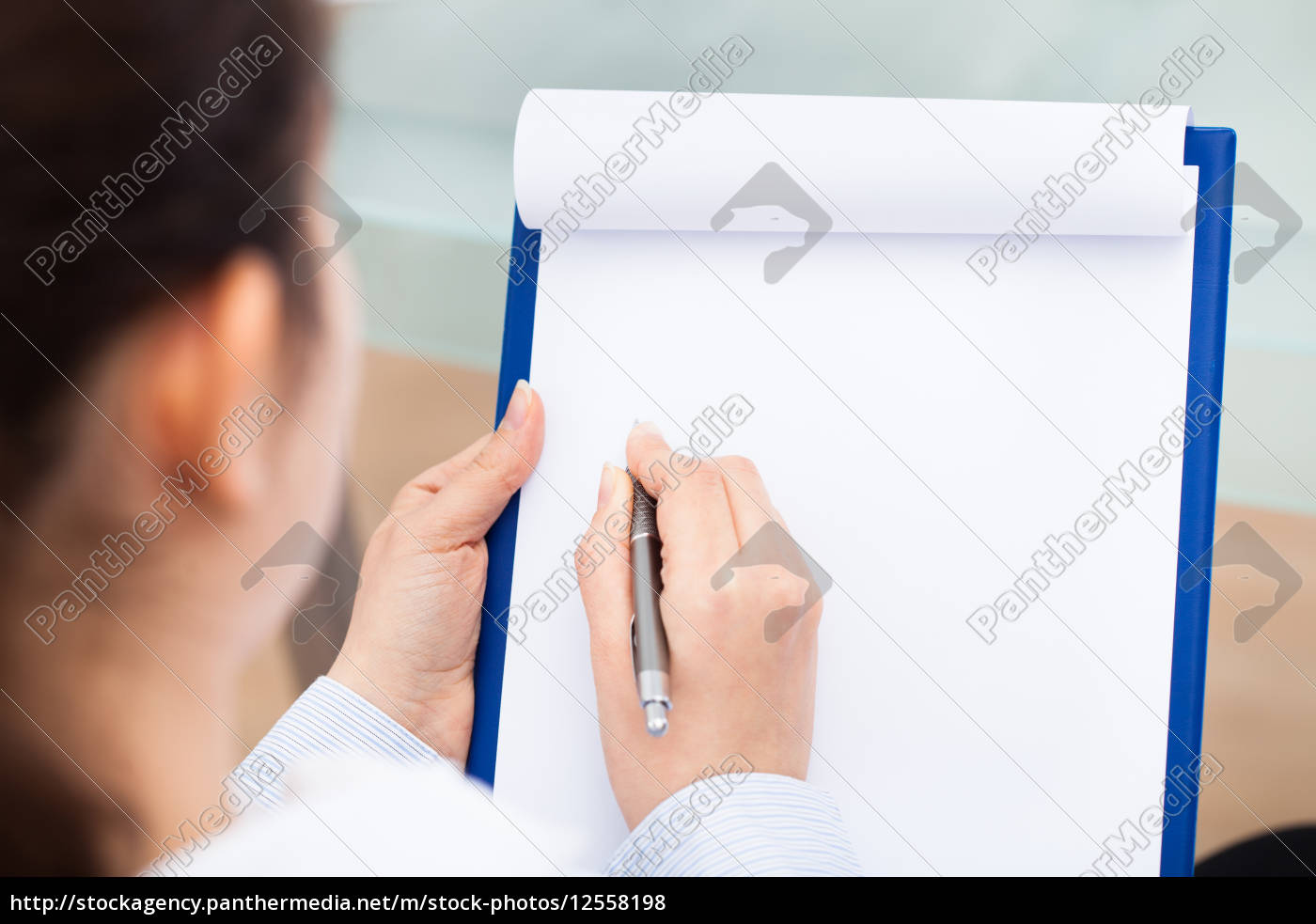 businesswoman, writing, on, clipboard - 12558198