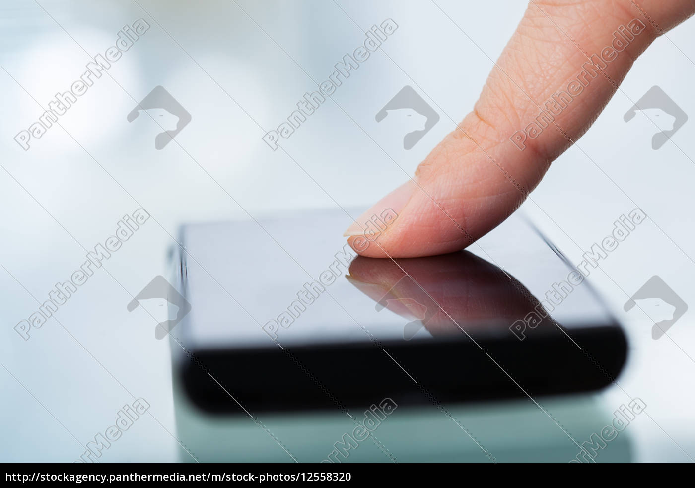 finger, touching, smartphone - 12558320