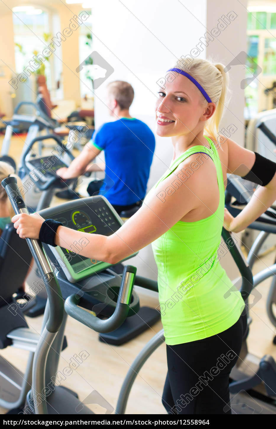 people, on, treadmill, in, gym - 12558964