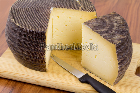spanish manchego cheese