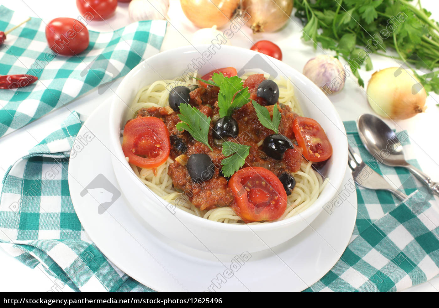 spaghetti, alla, puttanesca, with, tomatoes - 12625496