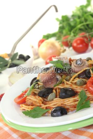spaghetti, alla, puttanesca, with, olives, and - 12632104