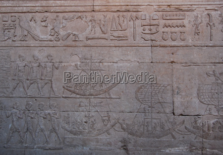 ancient reliefs of egyptian hieroglyphs on