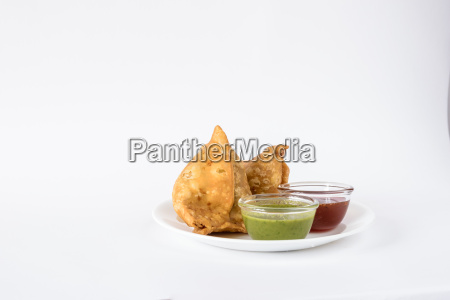 samosas with red and green chutney