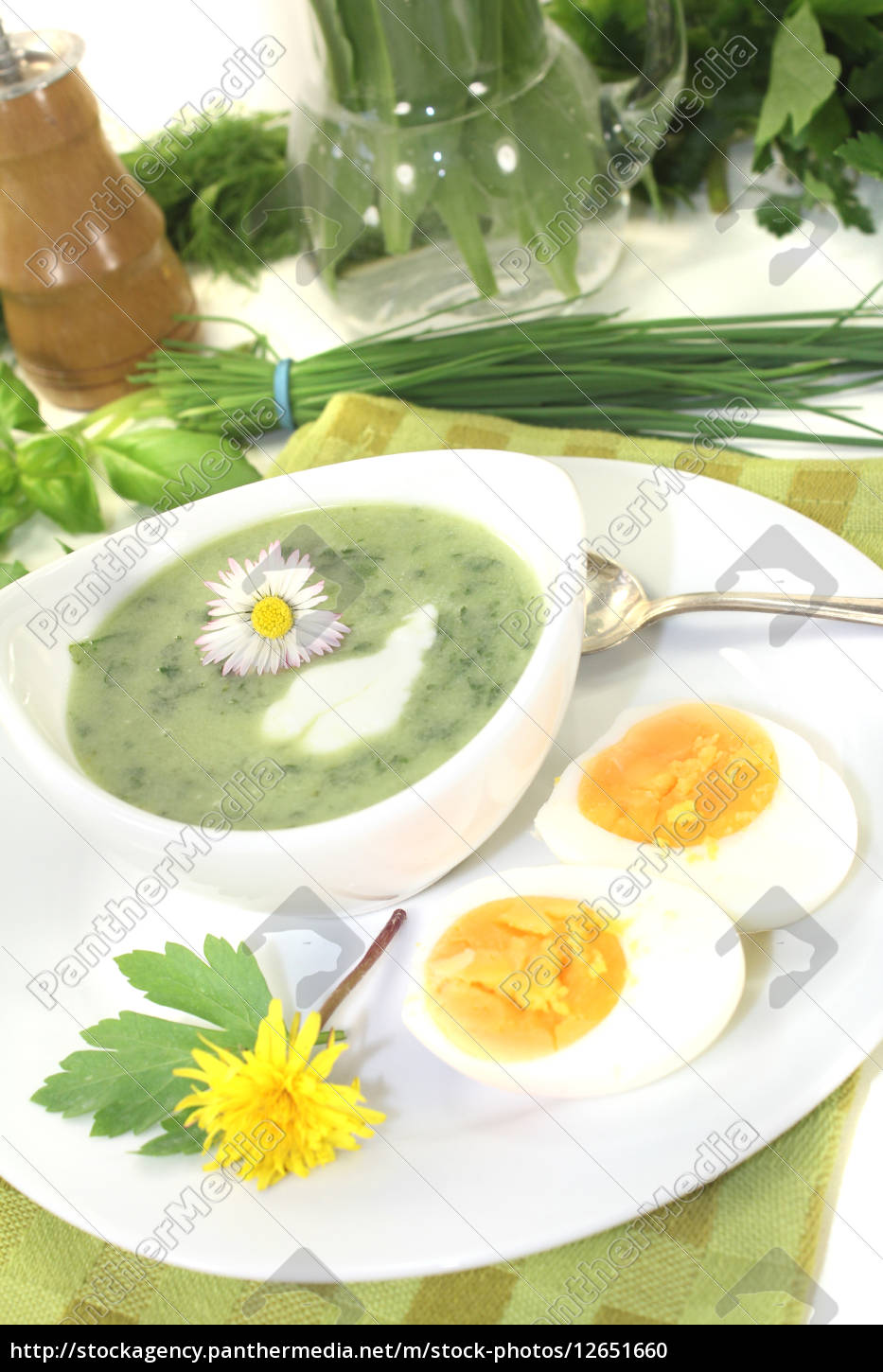 green, herbs, soup, with, eggs - 12651660