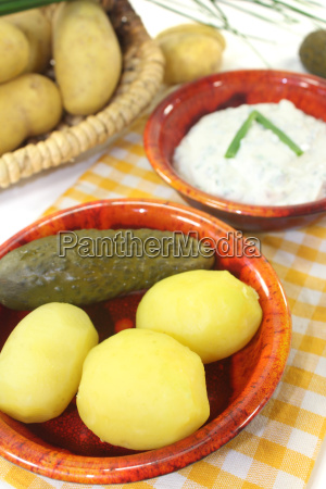 potato and curd with chives