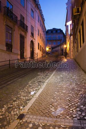 calcada da gloria street at night