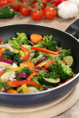 prepare and cook food vegetables in