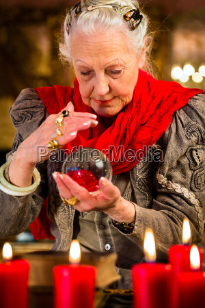 hellseherin, during, seance, with, glass, ball - 12759492