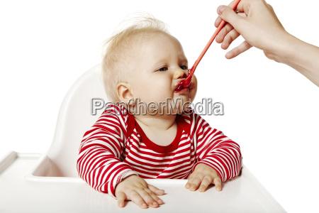 fuettern baby abendessen isst