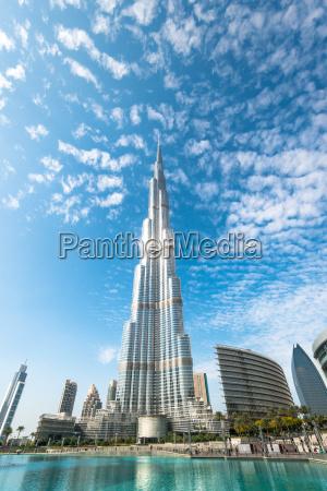 burj khalifa vanishing in blue sky