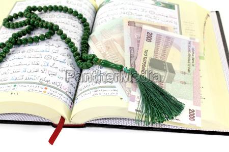 aufgeschlagener, koran, mit, iranischem, rial - 12960730