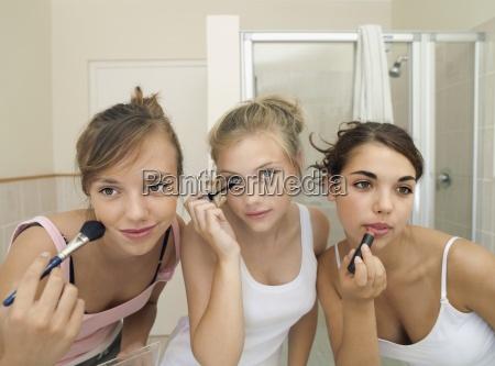 three teenage girls 15 17 applying