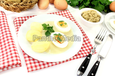 mustard eggs with potatoes and smooth