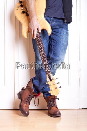 detail recording guitarist