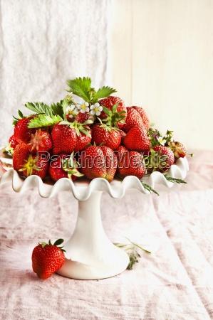 berry bloom blossom cake stands cake