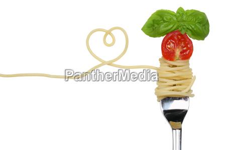 spaghetti nudeln pasta gericht mit herz