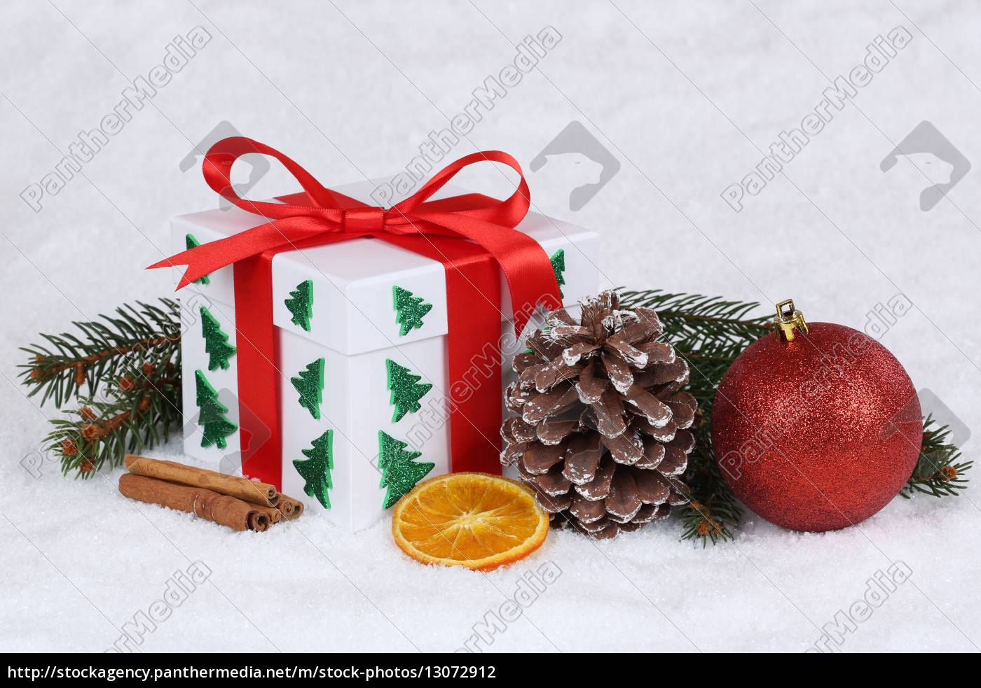gift, gift, at, christmas, with, snow - 13072912