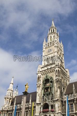 the carillon at munich town hall
