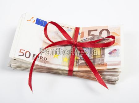 a bunch of euro bills