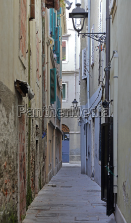 narrow street trieste