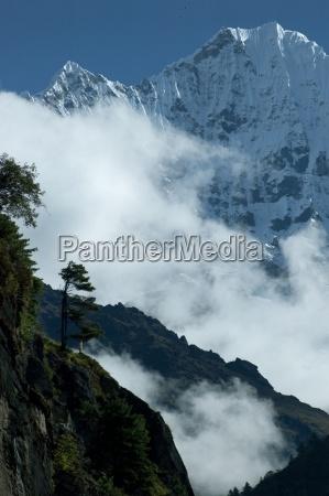 mountains in nepal himalaya