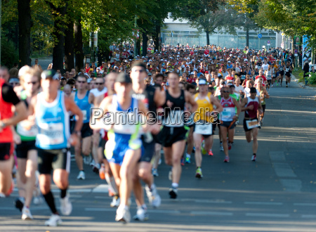marathon runners in berlin