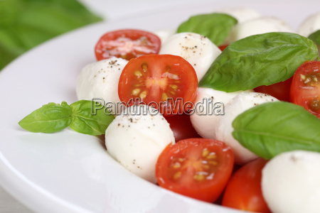 caprese salad with tomatoes basil and
