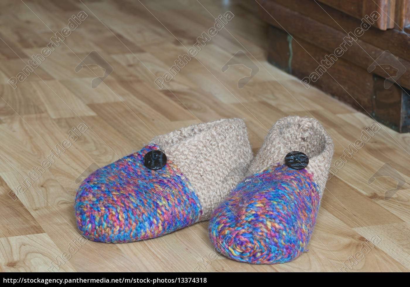 slippers - 13374318