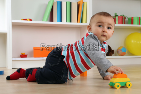 baby, playing, with, toy, car, in - 13396128