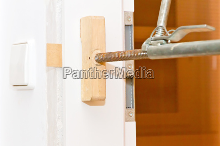install door frames and doors