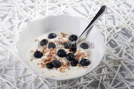 blueberry muesli with yoghurt
