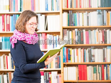 woman, reads, book, shelves - 13449980