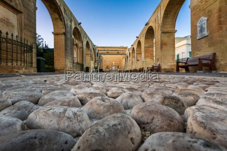 cobbled walkway in upper barrakka gardens