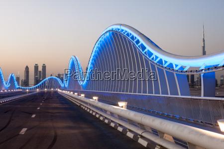 wave shaped meydan bridge in dubai