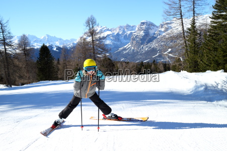girls at the ski run