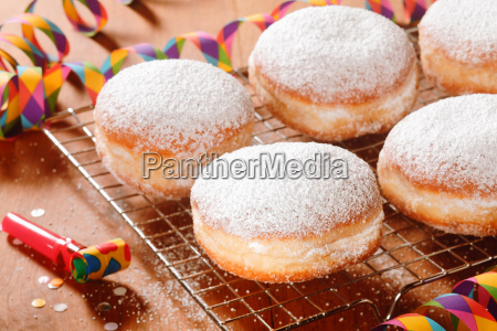 close up delicious doughnuts with powdered