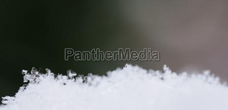 kristalle schnee gruen panorama