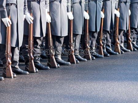 german soldiers of the guards regiment