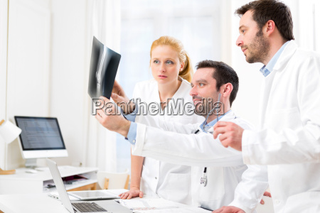 medical team analysing together a x