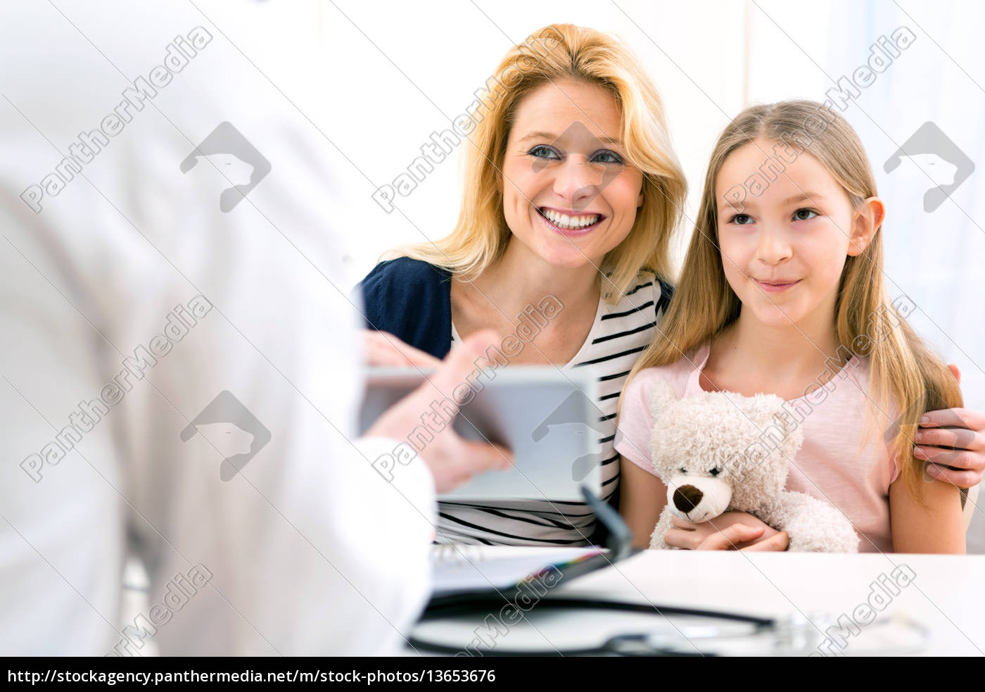little, girl, at, the, doctor, with - 13653676